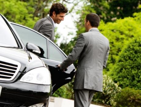 Услуги аренды автомобиля с водителем могут пригодиться каждому